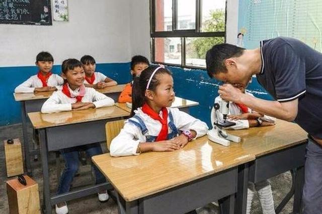 马云乡村师范生计划将启动 首批100人每人资助10万