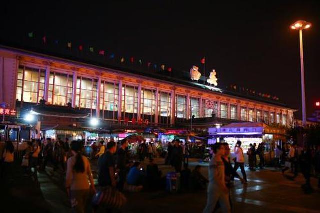 西安火车站14日发送旅客10万人 网购车票人数占九成