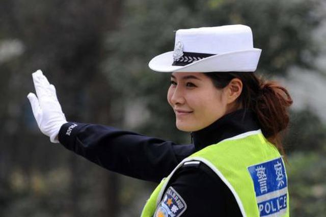 """暖!西安一交警街头执勤收到""""感谢""""红包"""