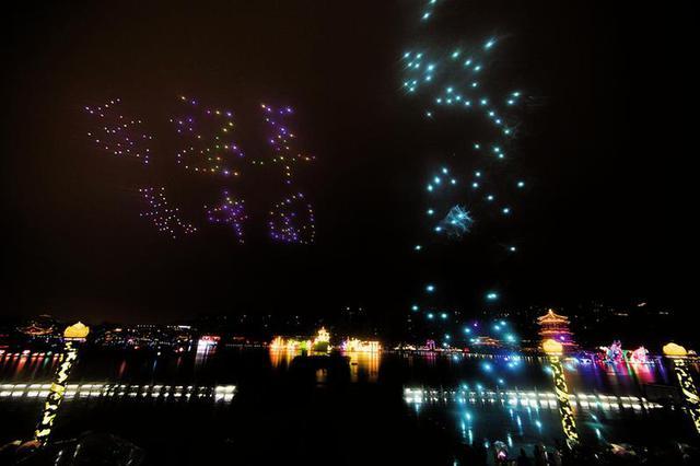 西安年最中国:300架无人机上演空中灯光秀