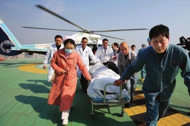 榆林一急症病人转诊西安 下直升机后交警开道