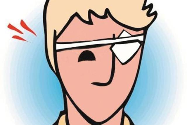 男子放炮炸伤左眼致失明 春节期间医院炮炸伤患者多