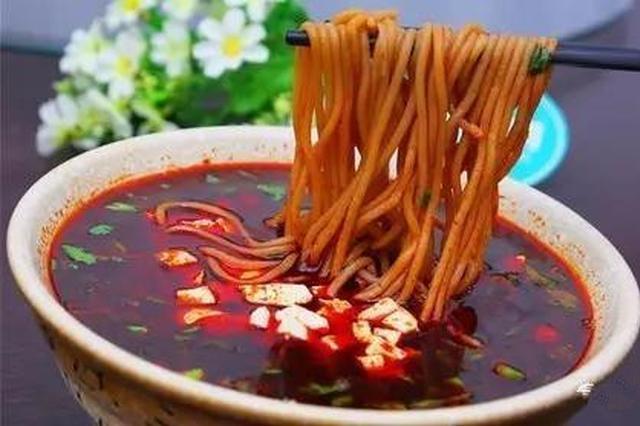 荞面饸饹浇羊汤,油泼辣子分外香!