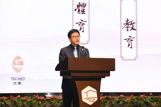 ▲太湖旅业公司董事长殷磊先生介绍度假区旅游服务业整体运营思路