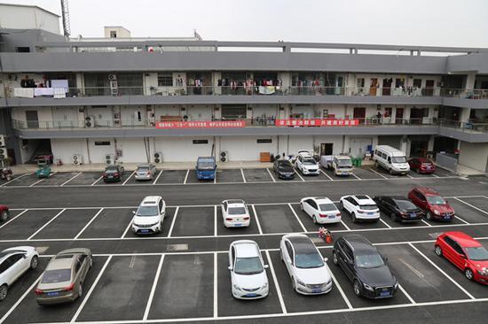 黄桥街道大庄村商贸城改造后的停车场