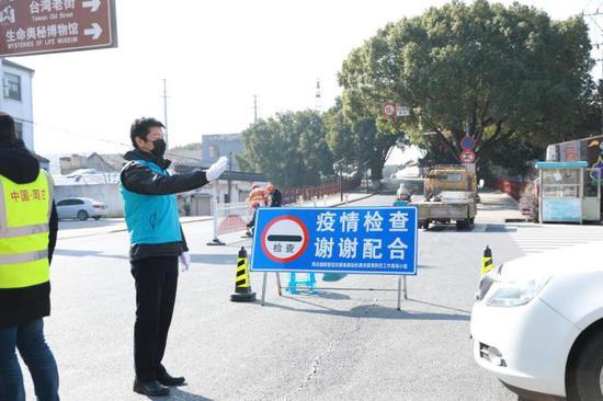 周庄古镇景区工作人员正在参与卡点工作