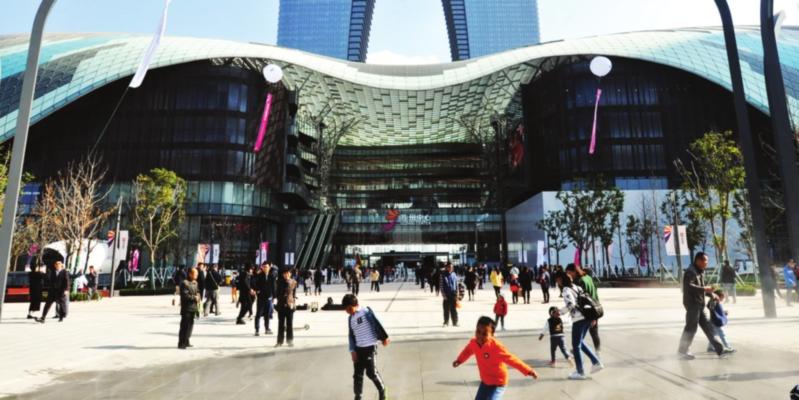 昨天,苏州中心落成启用,成为苏州市民购物休闲的新场所。□记者 濮建明 摄