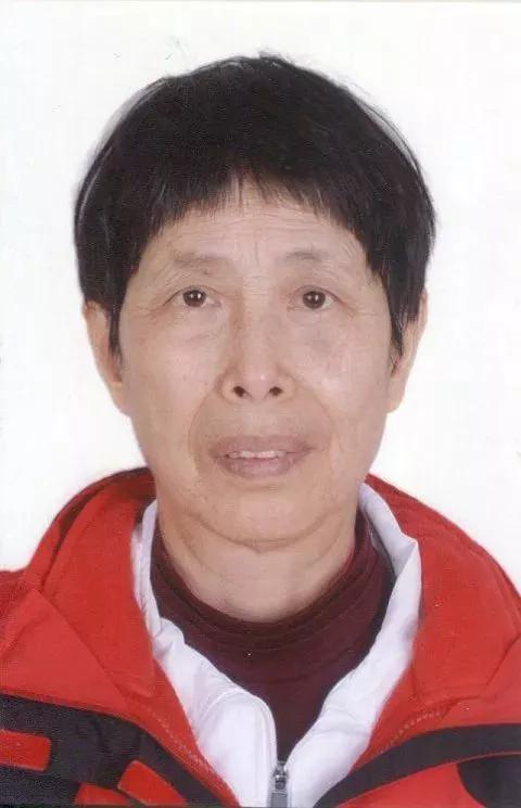 带领各辅导老师参加省广场舞、柔力球、太极拳等培训。