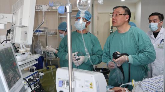 87岁患者内镜下贲门早癌黏膜下剥离术