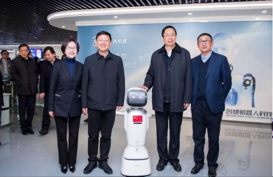 江苏省委常委、苏州市委书记蓝绍敏一行走进创想机器人科技馆