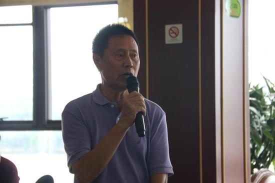 吴中区医药行业商会秘书长殳启明主持会议