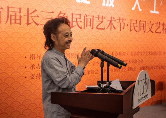 江苏省文联副主席、省民协主席陈国欢