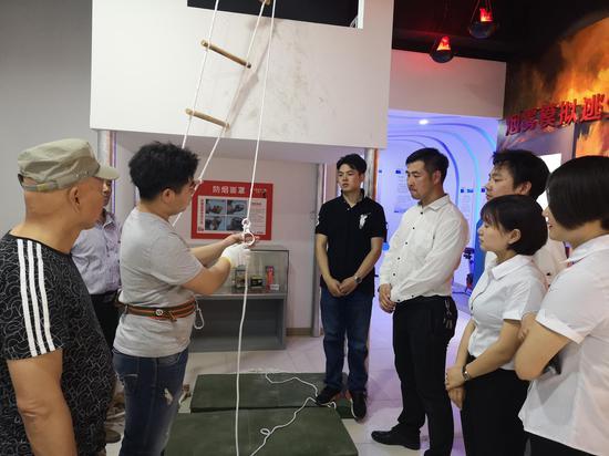 """相城首家VR消防体验馆启用 可逼真体验""""绝地求生"""""""