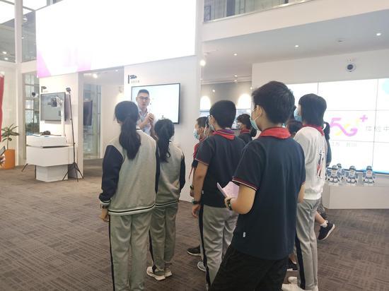 拥抱科技未来 苏州移动开展青少年5G体验活动