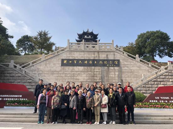 万年社区党员和网格员参观太湖游击队纪念馆