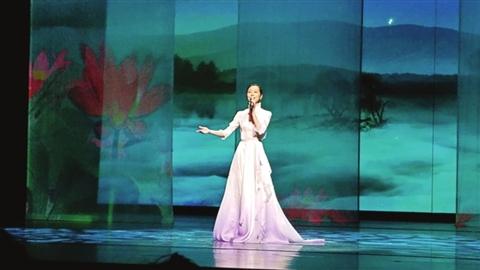 在江苏发展大会的专场文艺演出上,苏州籍明星韩雪演唱由苏州作曲家王之一创作的《家在江苏》。