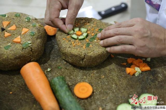 肉月饼日销近60万只 卤菜同比涨两成多