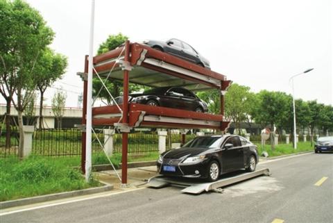 这种微型全自动立体车库占地只需11平方米,可泊下3辆车。