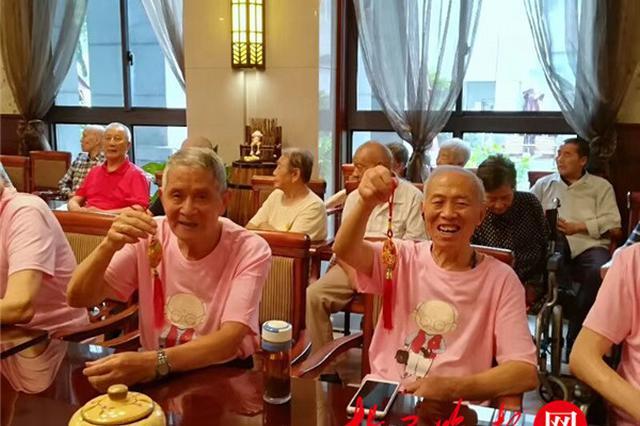 """苏州的姐给16对""""老情侣""""过浪漫""""七夕节"""""""