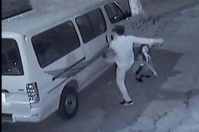 """拿别人车子当""""出气筒"""" 苏州荒唐男划车被公诉"""
