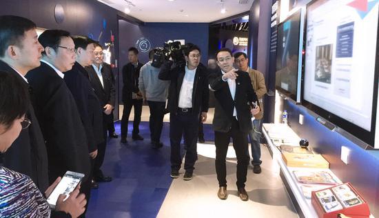 周志颖向江苏省委书记娄勤俭等省领导进行科技创新成果汇报展示