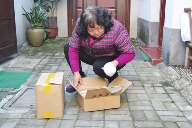"""泗井巷有个""""门卫阿姨"""" 退休后成了大忙人"""