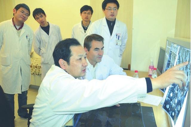 苏州骨科医生在突破中挺起中国脊梁