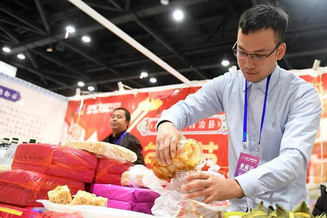 """狗年主题""""金年货""""节前大旺 销售比去年同期增长二成"""