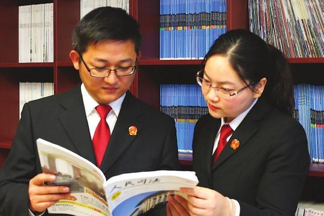 苏州一对年轻法官夫妻火爆朋友圈 高效工作快乐生活
