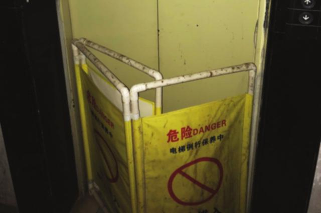 电梯坏了一个月 业主犯愁上下楼