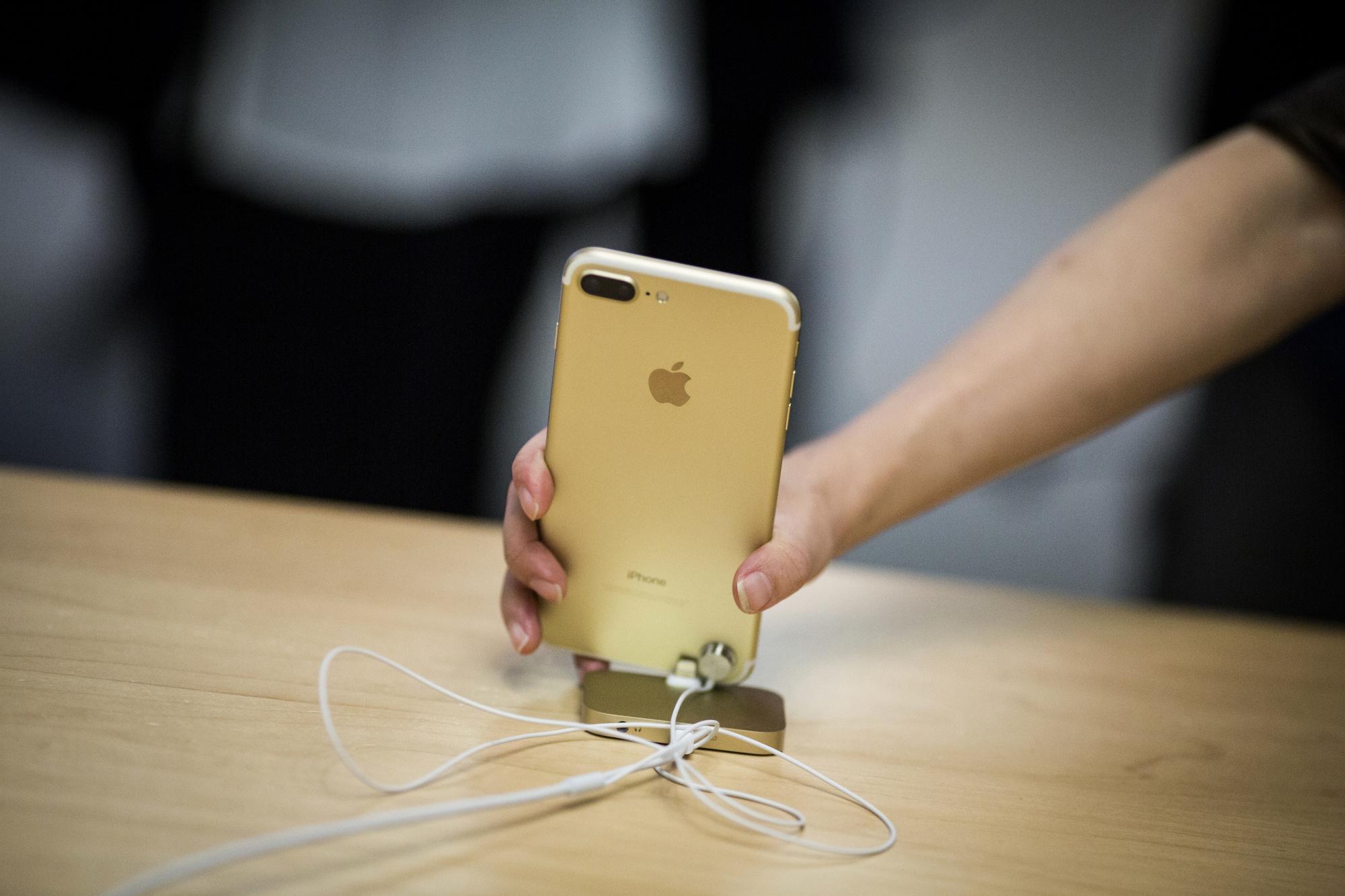 博通CEO暗示:老款iPhone销量强劲