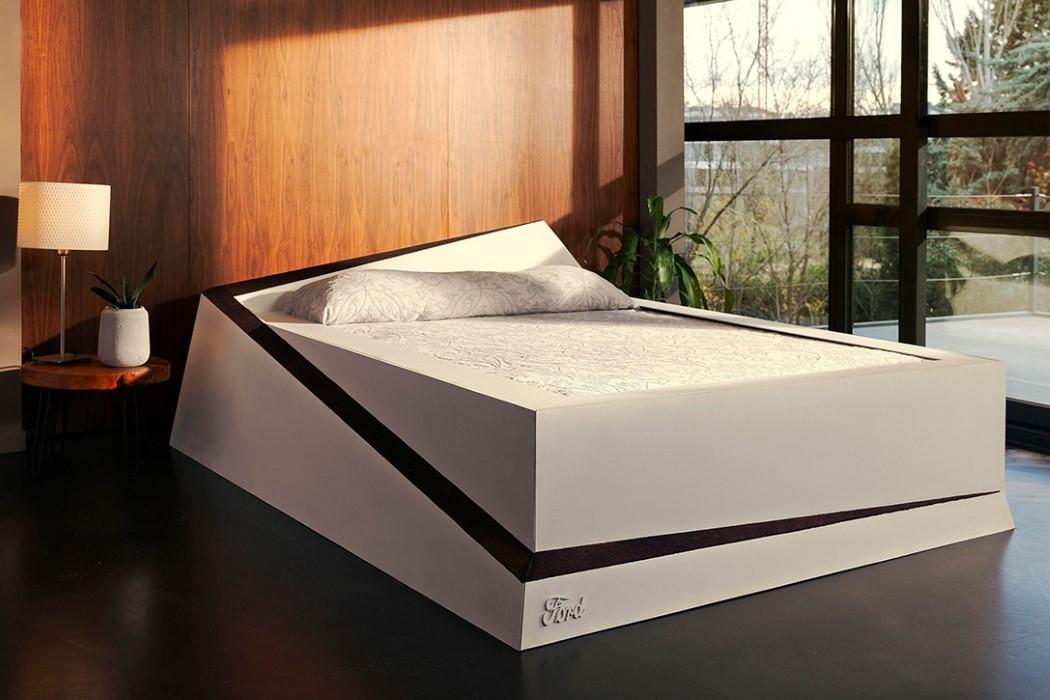 """福特造了张床 让你们睡觉时也能保持""""车道"""""""