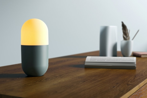 这盏便携小灯 也是移动电源