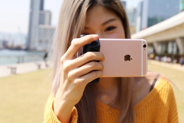 它让手机变成相机 内置充电宝还提供热靴接口