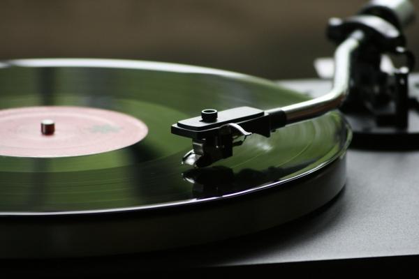 """想在洗漱时来点音乐? 不妨试试这款""""唱片机"""""""