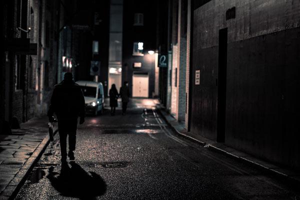街头夜间的夜游神 游荡在午夜伦敦的街头