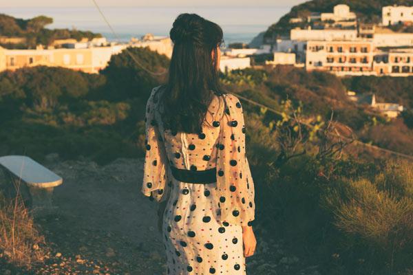 意大利蓬扎小岛的梦幻旅行 性感轻盈的身姿