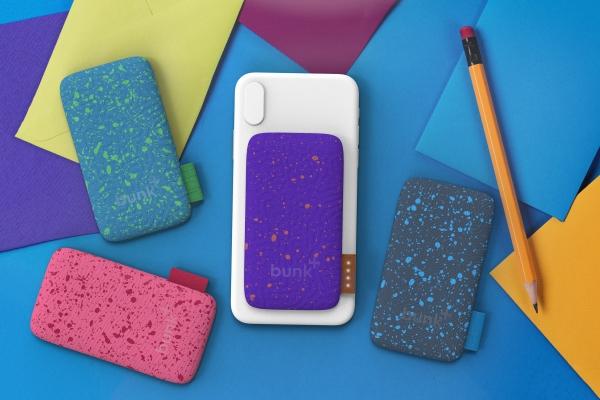 吸附在手机背面的充电宝:外形炫酷 防水防尘