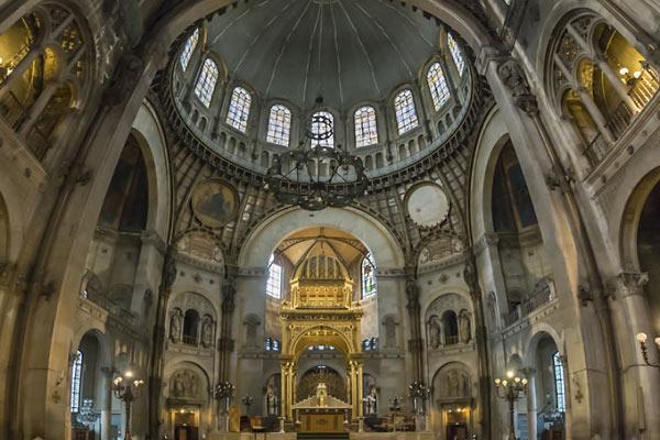 垂直全景视角的另类建筑 巴黎教堂的垂直全景