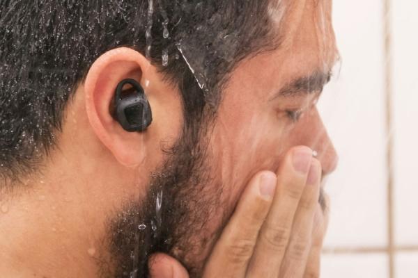 这款防水防尘的无线耳机 淋浴游泳都能用