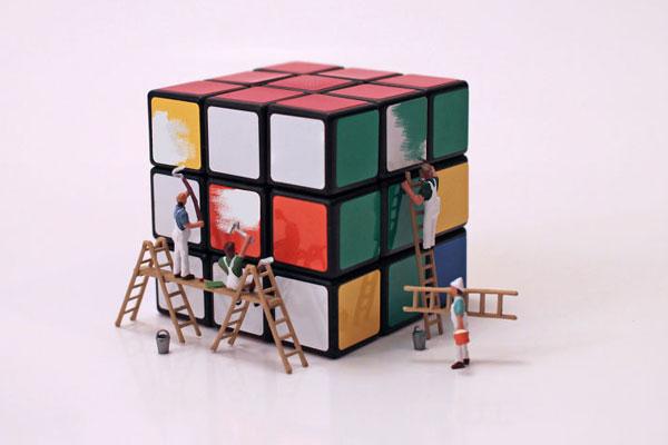 创造世界的上帝之手 玩具打造可爱的微型社会