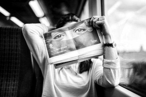 眼神给画面注入灵魂 精妙的黑白街拍人像