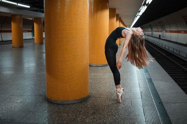 街头的灵动身姿 活跃在城市空间的芭蕾舞者