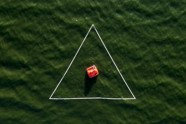 航拍打造视觉怪圈 工程浩大只为奇幻视觉体验