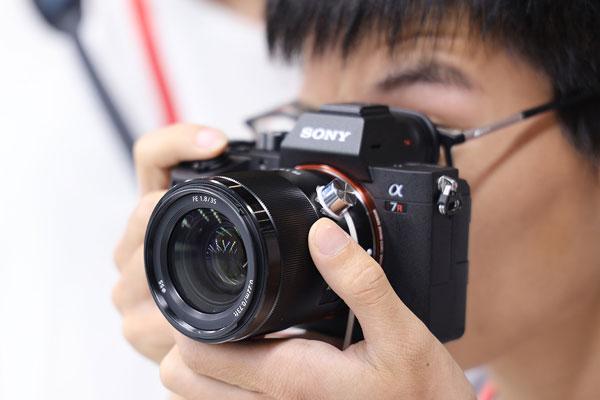 便携镜头新标杆 索尼SEL35F18F现场上手图赏