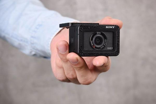 实用翻折屏幕 索尼RX0 II三防摄像机图赏