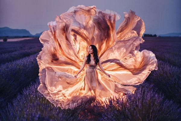 翩翩起舞的华丽长裙 走遍世界打造唯美画面