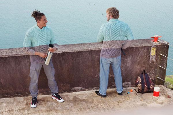 编织的魅力 和背景融为一体的创意人像