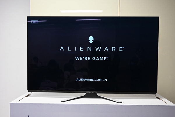 AlIENWARE 54.6寸OLED显示器:能打游戏又能当电视
