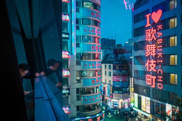 华丽的明日之都 日本东京新宿的璀璨之夜